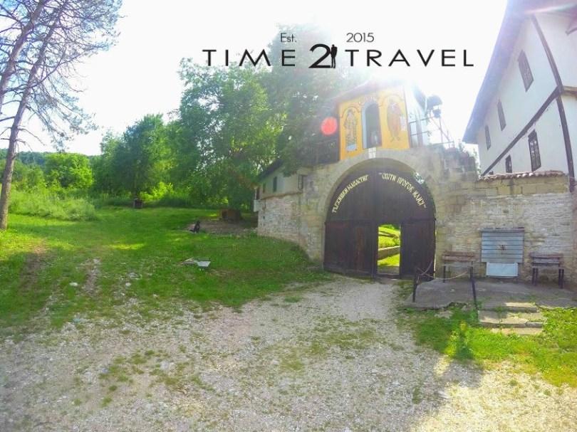 Портите на Тържишки манастир
