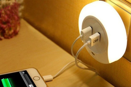 Dual USB Outlet Night Lamp