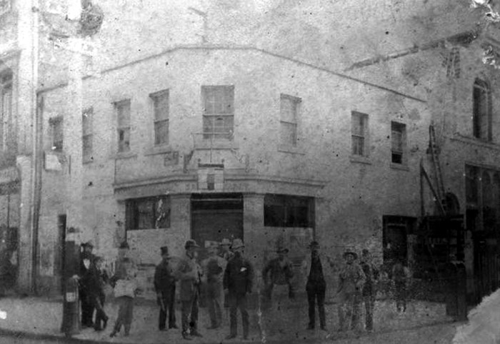 The Liverpool Arms shortly before demolition in 1883.