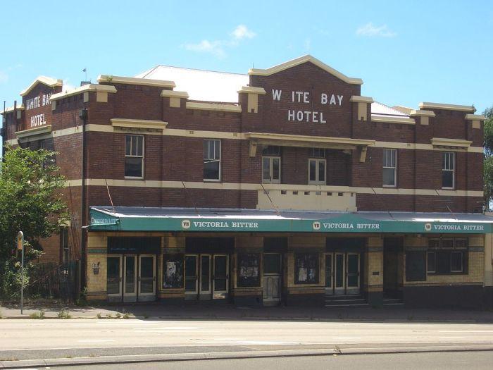 white bay hotel rozelle