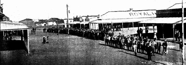 The procession at Mt Morgan, Western Australia during the beer strike. Photo: Kalgoorlie Western Argus, Tuesday 13 October 1903, page 20.