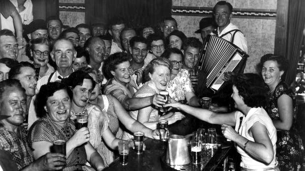 tenpm closing sydney pub 1955