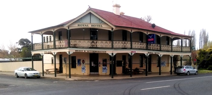 royal hotel mandurama nsw 2017 1 TG