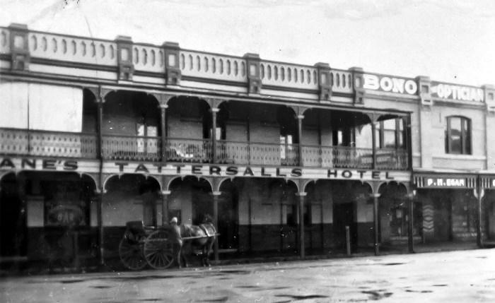Tattersalls Hotel Orange 1930