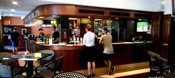 Glenroy Hotel Alexandria d bar