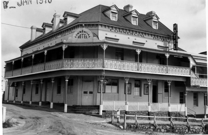 Commercial Hotel Braidwood 1970