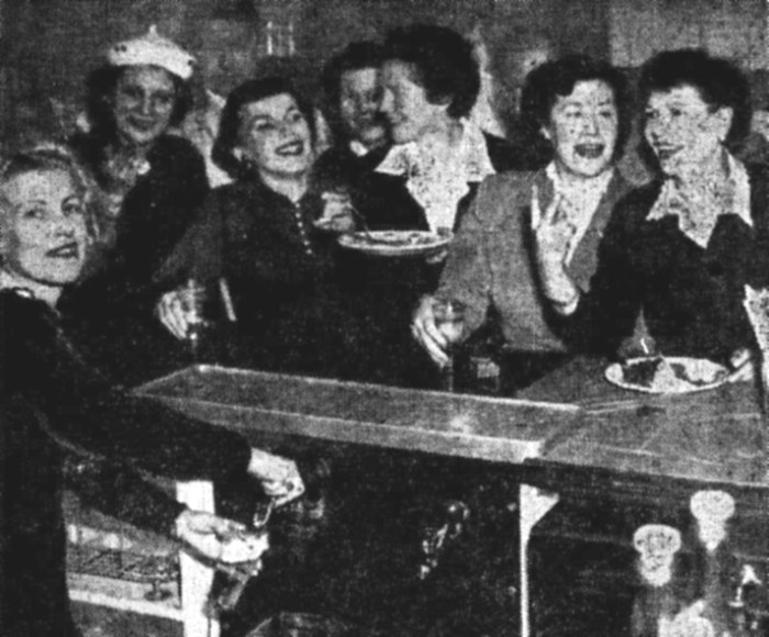 Kings Head Hotel Sydney women in bar 1953