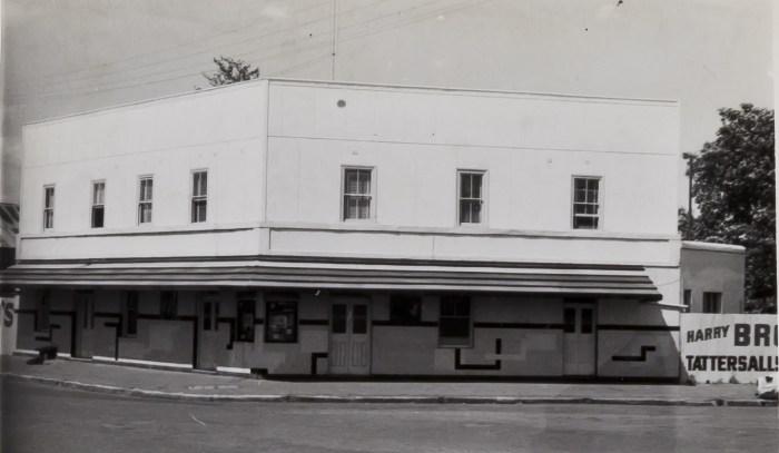Tattersalls Hotel Singleton 1960 ANU