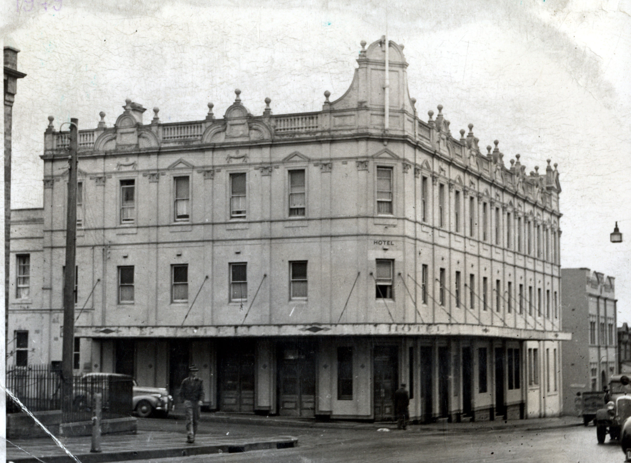 Two true tales of the Wollongong Hotel