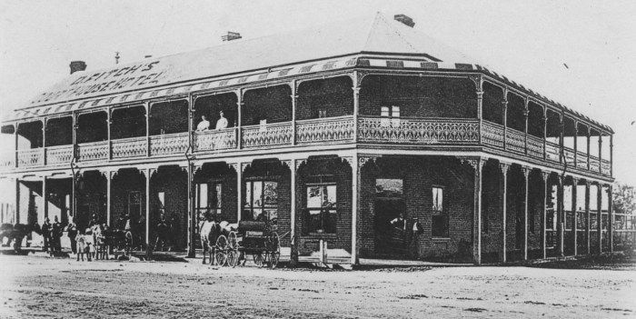 Fitchys Hotel Narromine Postcard front 1