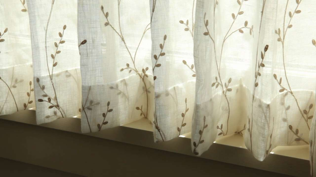cafe curtains for living room furn how to hang southern