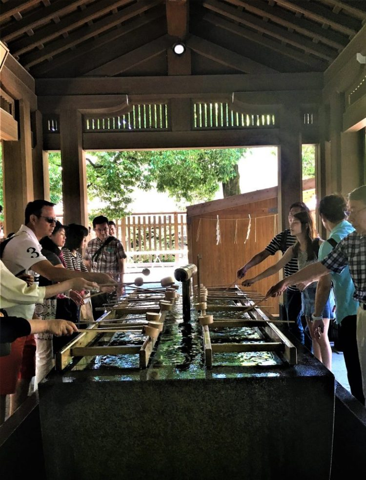 Etiquette at a Shinto shrine: Cleansing station at Meiji Shrine, Tokyo