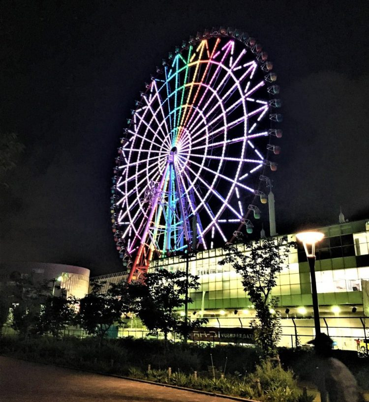 Giant ferries wheel, one of the largest in the world in Palette Town, Odaiba, Tokyo