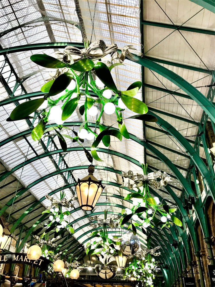 Christmas Markets in London | Silver baubles and mistletoe at the Apple Market, Covent Garden, London