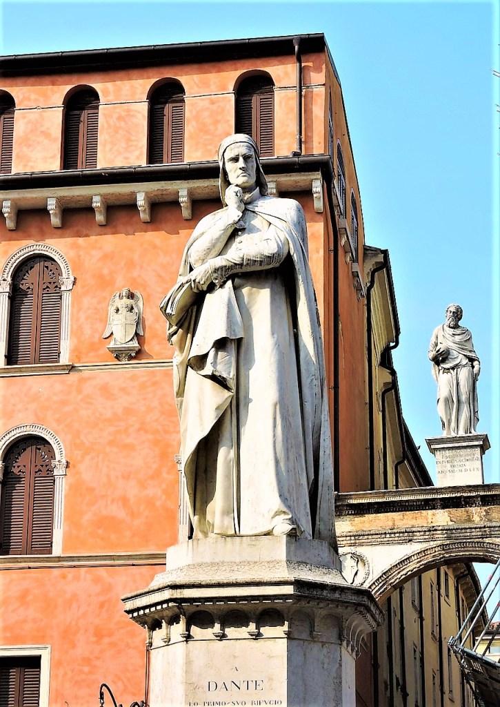 Statue of Dante, Piazza dei Signori | Verona | Piazza delle Erbe