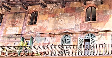 Mazzanti House frescoed wall