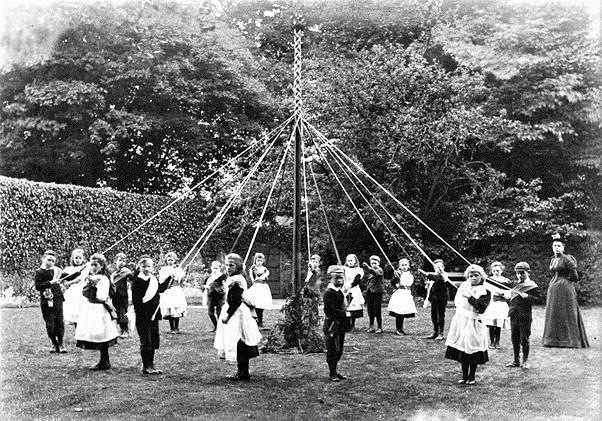 Maypole dance_Presently May 2021