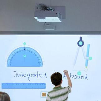 Ультракороткофокусные проекторы
