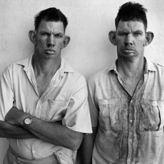 Dresie and Casie, Twins, West Transvaal, 1993, from the Platteland series.
