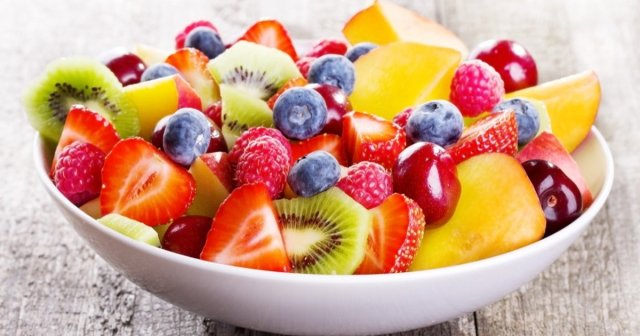 Eat fruits mixture salad for weight loss. weight loss diet. fruits for weight loss. tips to lose weight fast.