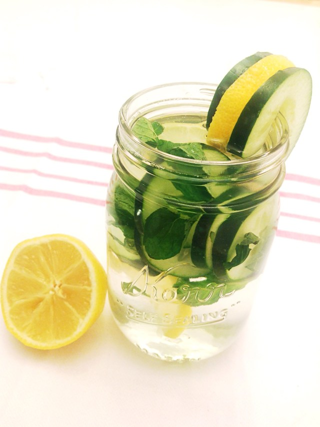Cucumber, Lemon, and Mint Detox Water for clear skin and weight loss Detox water recipe. Detox Drinks for weight loss