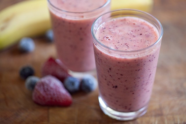 Berry Banana Smoothies for weight loss. Tasty appetite smoothies for weight loss.