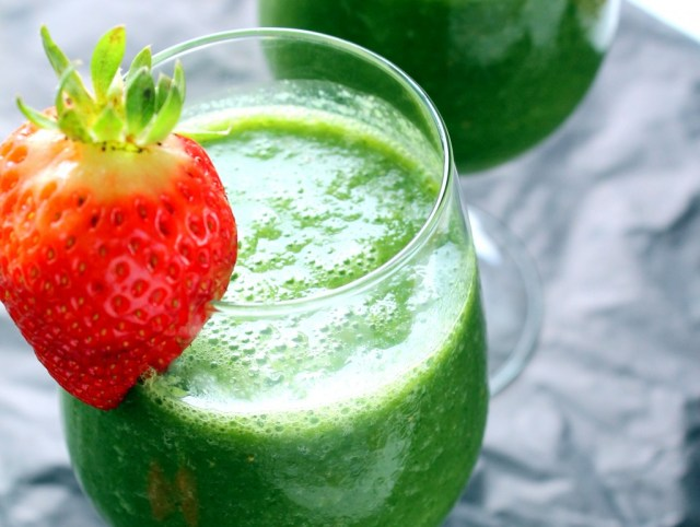 Strawberry banana green smoothies for weight loss. Try this weight loss smoothies for slim body.