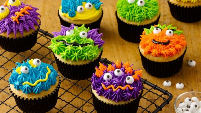 Delicious scary monster cupcakes for kids. Get more 22 easy Halloween dessert ideas for kids. Halloween tricks and treat recipes ideas for kids. Ghost recipes for school. Halloween monster eyes cookies for kids. Easy to make Halloween spooky foods ideas for kids. Easy Halloween food ideas for party. Easy Halloween treats for kids. Halloween treats for school parties. Halloween tricks and treats food ideas. Halloween food ideas for adults. Halloween homemade dessert idea.