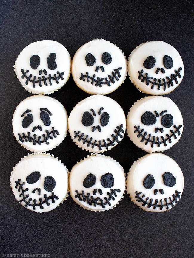 Jack Skeleton Cupcakes – get your scare on with these easy, fun, and spooky Halloween cupcakes. Amazing Halloween Cupcake Recipes Ideas.