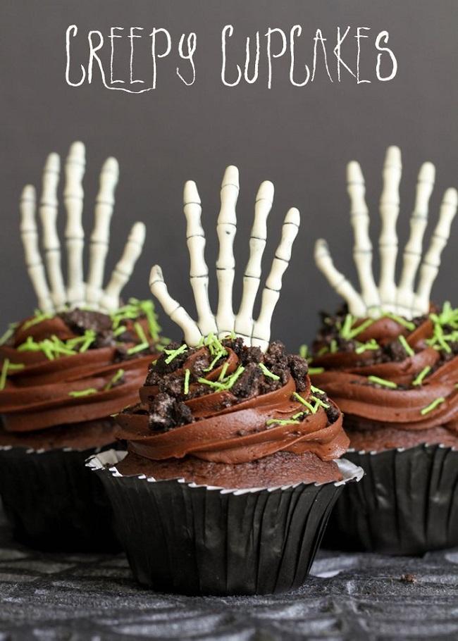 Creepy Halloween Cupcakes. Easy, fun, and spooky Halloween cupcakes recipes.