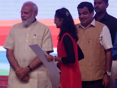 Prime Minister Shri Narendra Modi feliciated 20 year-old Shradha Mengshette