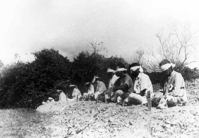 Japanese aim at Indian PoWs