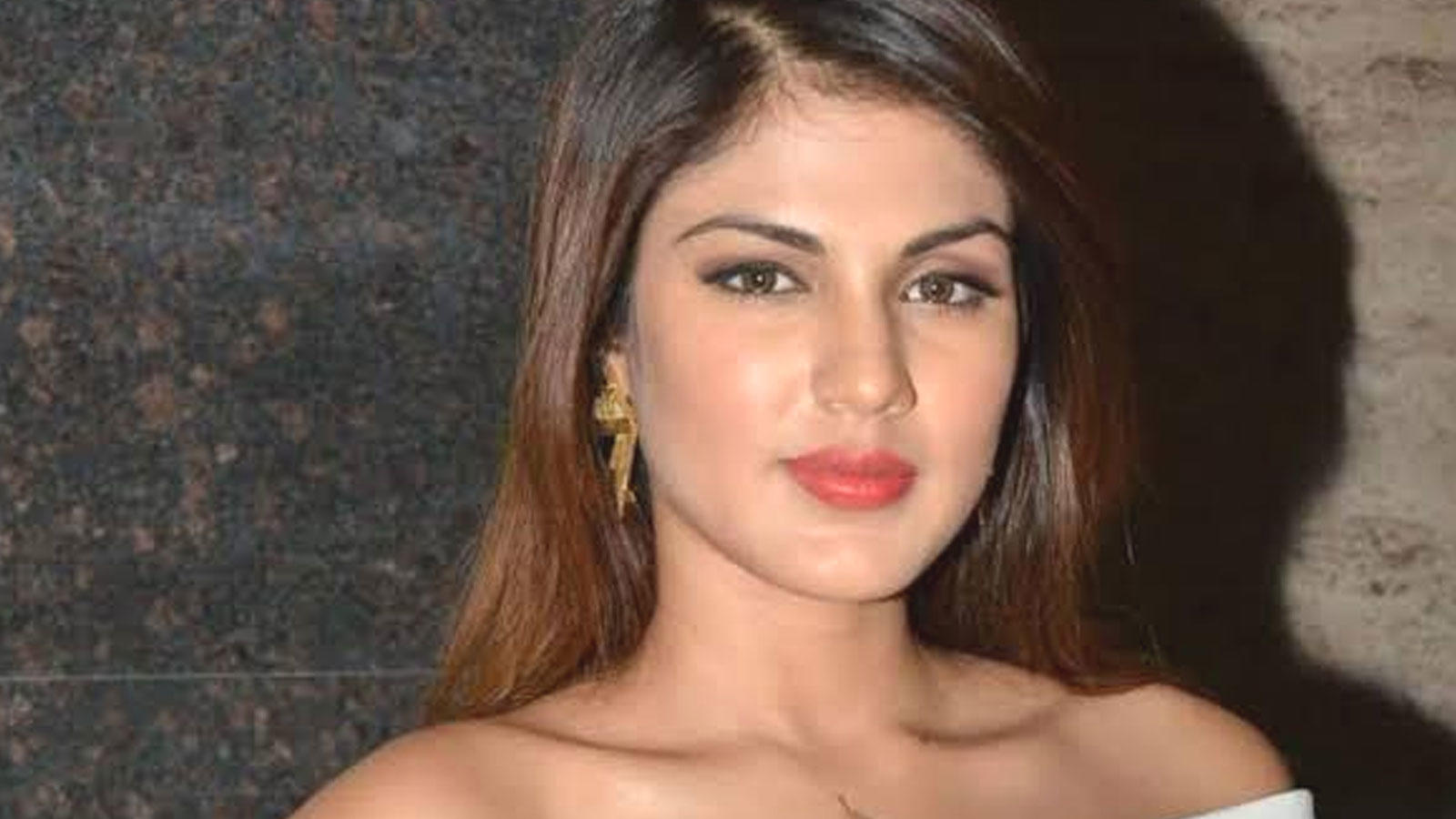 'Tough times call for unity', says Rhea Chakraborty as she offers help to those in need amid COVID-19 pandemic | Hindi Movie News – Bollywood – Times of India