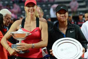 Maria Sharapova beats Li Na in 'crazy' rain-hit Rome final