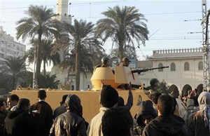 Egyptian army deploys tanks at presidential palace, crisis worsens