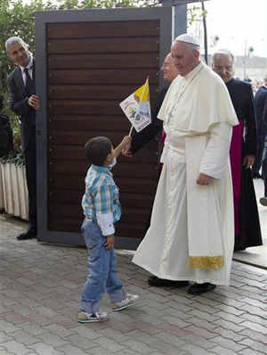 Pope, in Assisi, calls on Church to shun vanity