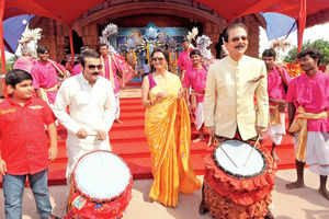 Swapna and Subrata Roy's Durgotsav at Sahara Shaher