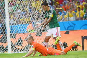 Netherlands vs Mexico: Robben falls theatrically to earn decisive penalty