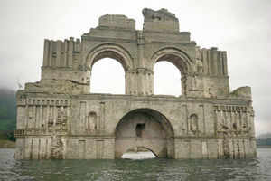 400-year-old church re-emerges from beneath Mexican reservoir