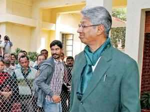Visva-Bharati vice-chancellor rejoins office