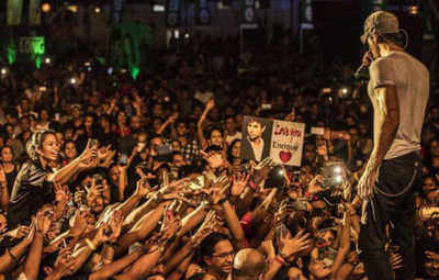 Eenrique Iglesias posted this image of his concert in Sri Lanka, on his official Instagram account.