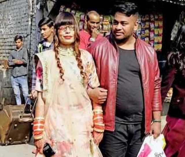 Vows For A Better Future Newly Weds Reshma Khatun And Ashok Kumar Outside Tis Hazari