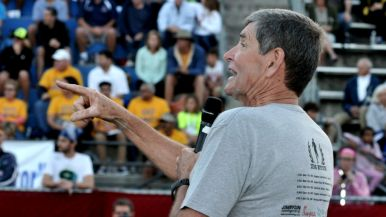 Jim Ryun told his story to a crowd of several hundred.