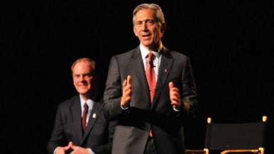 NFL representative Eric Grubman speaks to the hundreds of fans who attended the forum. Photo by Chris Stone