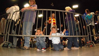 Christopher (left) and brother Liam Hernandez, 4 and 1 1/2, awaited Sanders arrival with mom Blanca Hernandez standing behind them. Photo by Ken Stone