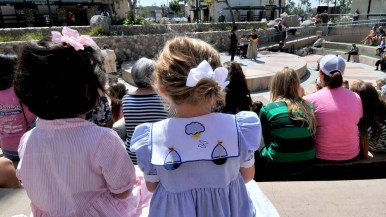"""Parents brought little ones to get their first taste of opera at the abbreviated version of """"Cinderella"""" at Santee trolley stop. Photo by Chris Stone"""