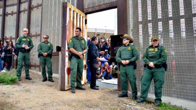 Border agents open the gate at Friendship Circle to allow six people to visit with family for three minutes each. Photo by Chris Stone.