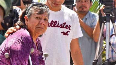 Carmen Guizar Montiel watches sadly as her daughter, Maria de Lourdes Mendoza Guizar, walks away from the border fence. Photo by Chris Stone
