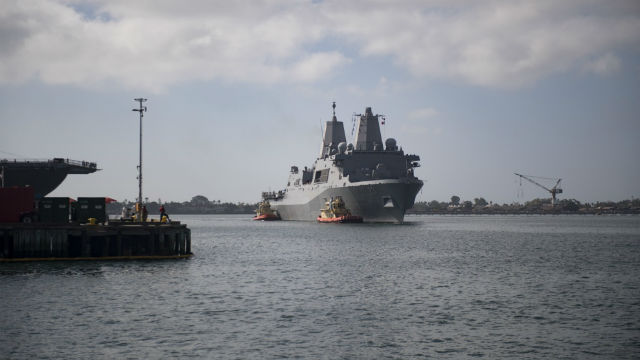 USS Anchorage arrives