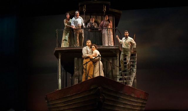 """Scene from """"Florencia en el Amazonas"""""""